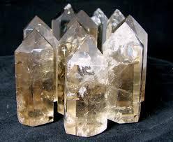 Unul dintre cele mai intalnite tipuri de cristale de cuart este numit Isis 2