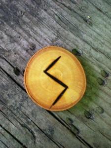 Alfabetul runelor - Algiz si Sowilo 3