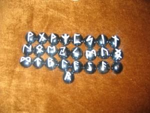 Metode de extragere, de asezare si de interpretare a runelor 2