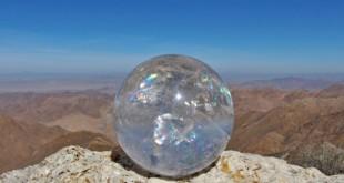 Pietre si cristale Sfera de cristal este un instrument interdimensional